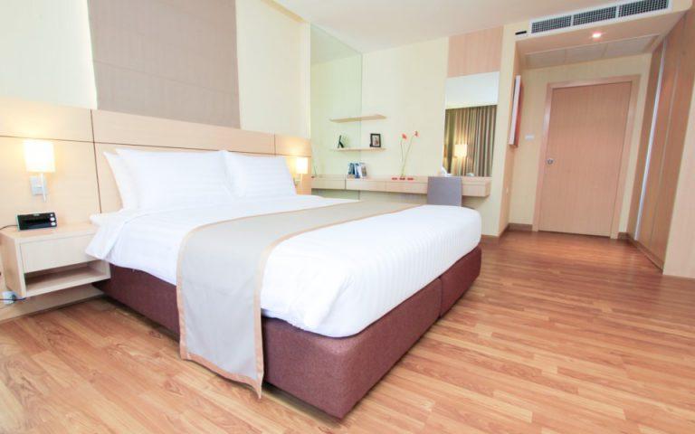 Petals Inn : One Bedroom Deluxe Room